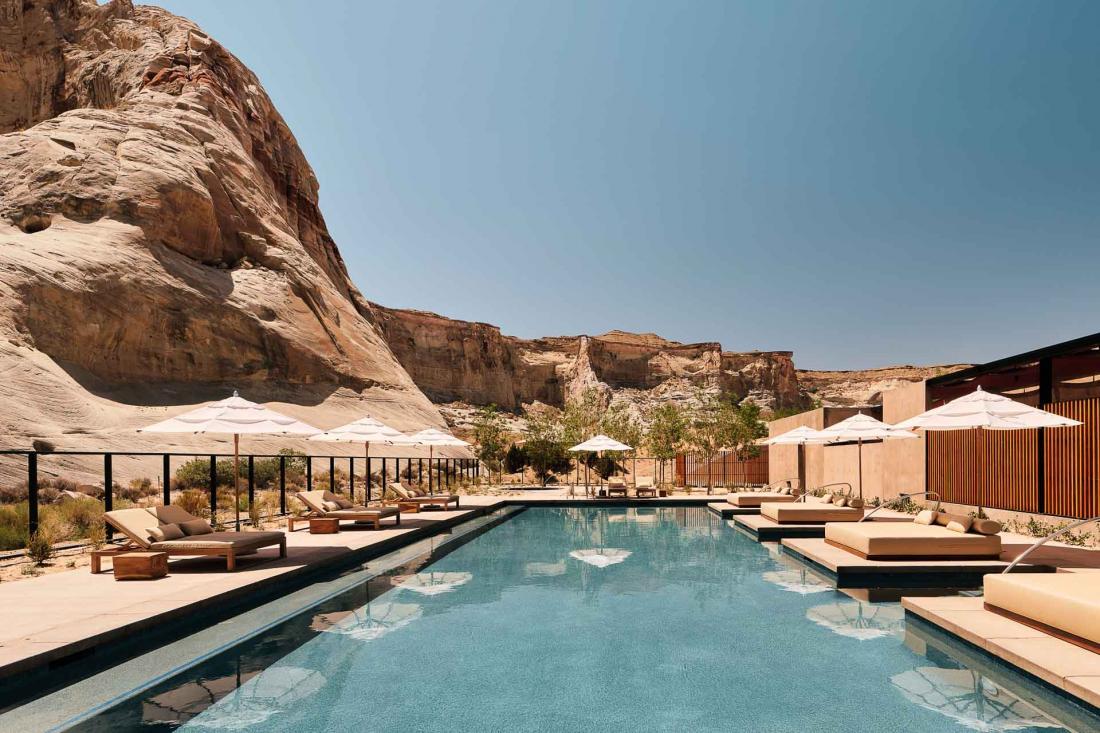 Le confort n'est pas oublié avec la piscine de 25 mètres de long