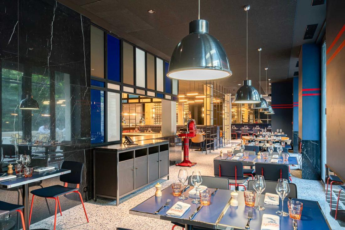Ce bistrot de 82 places propose une cuisine typique et locale.
