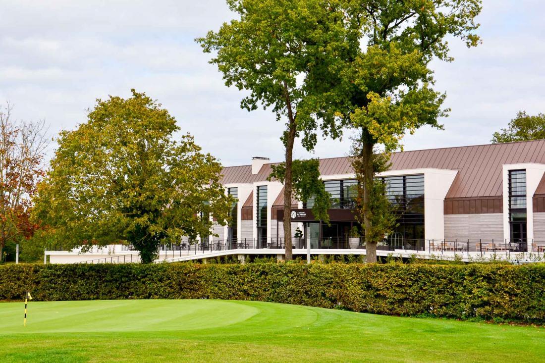 Enfin, juste en face de l'hôtel,le golf de L'Isle-Adam est régulièrement classé parmi les plus beaux d'Ile-de-France
