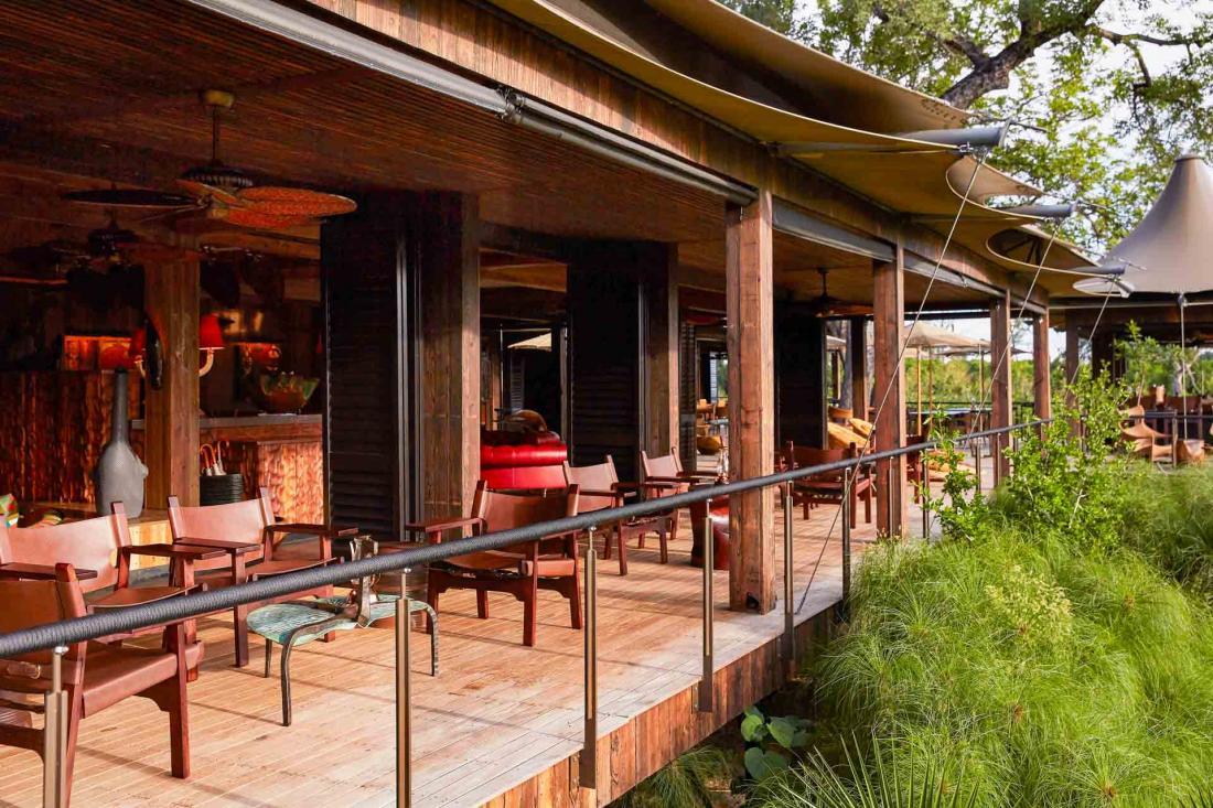 La terrasse est idéale pour boire un verre, observer la nature et préparer ses prochaines excursions