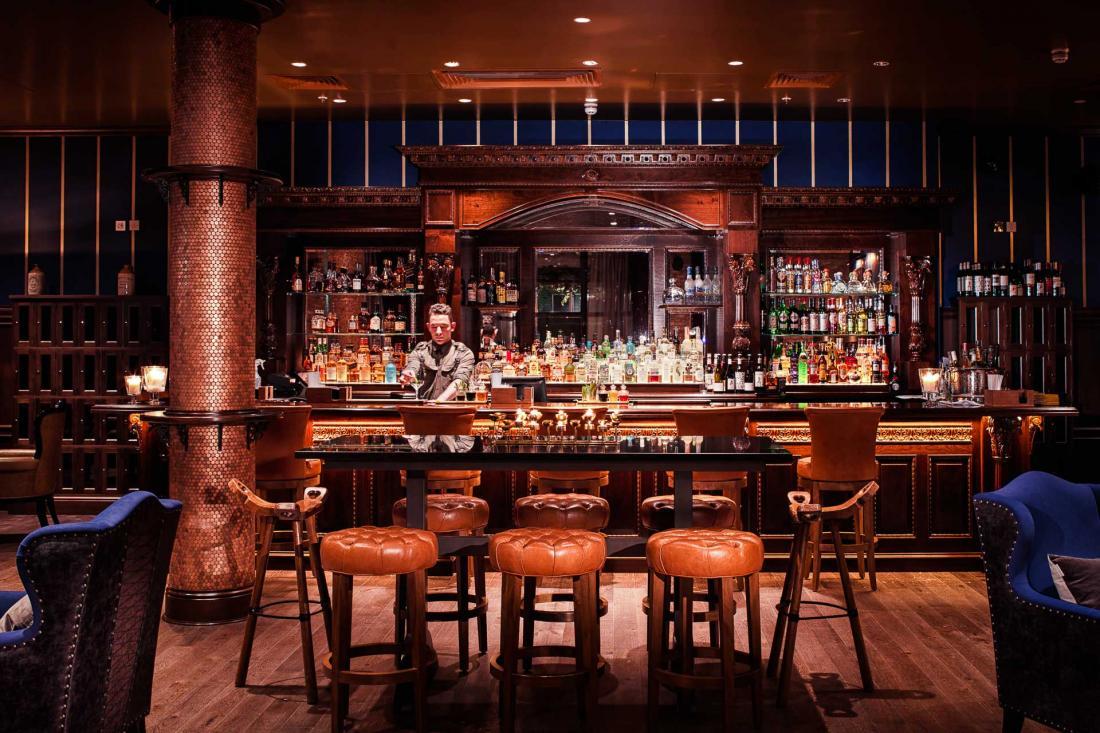 Ambiance cosy et séduisante au Billy's Bar, exclusivement réservé aux membres.