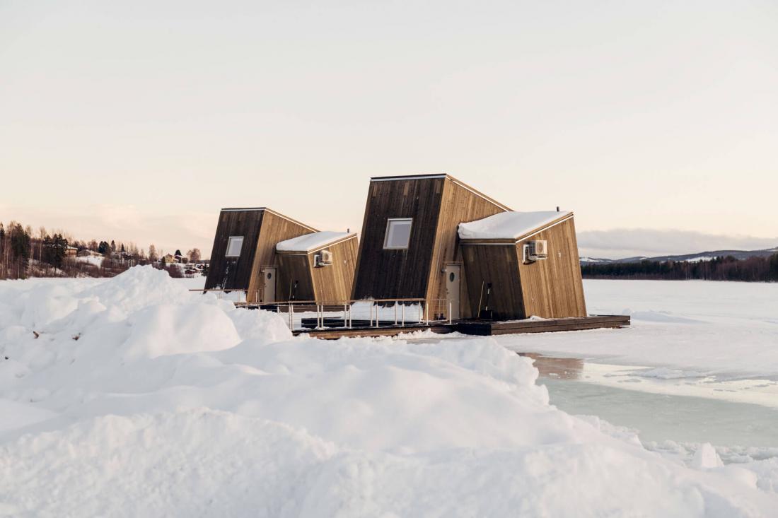 Les Water Cabin prises dans la glace de la rivière Lule