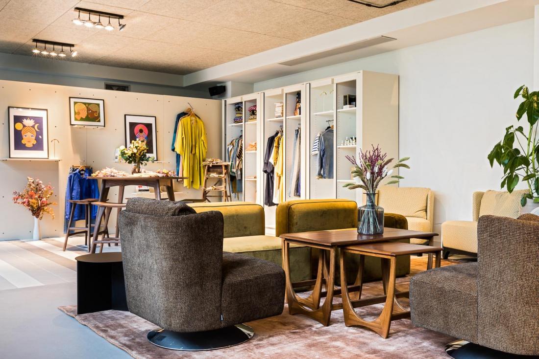 Le « shop » présente une sélection tournante de marques françaises et parisiennes.