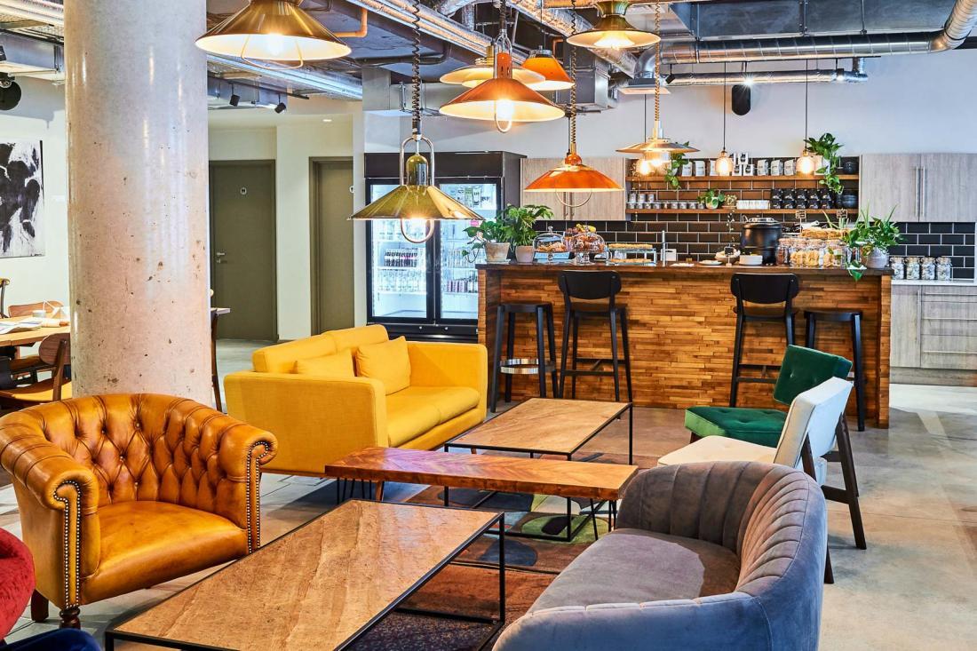 Le Design Studio est un espace de co-working lumineux réservé aux membres.