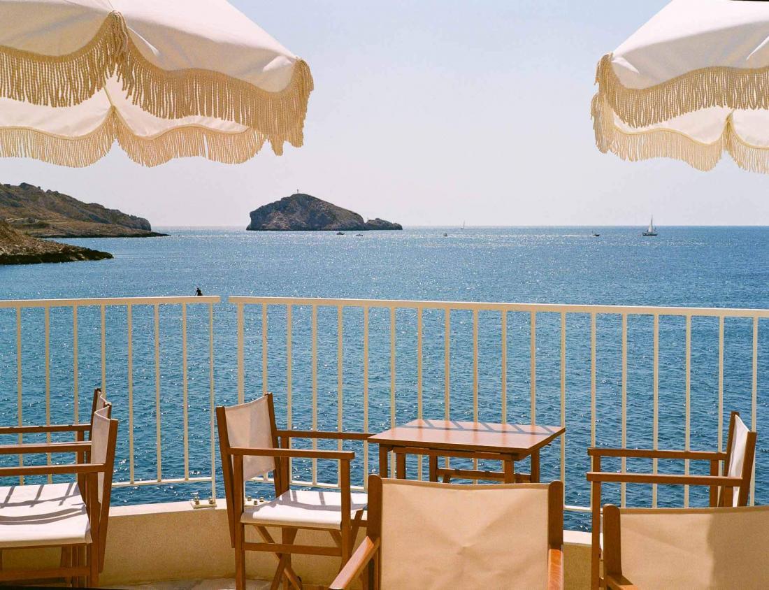 L'hôtel propose des virées dans la barque marseillaise Le Galion
