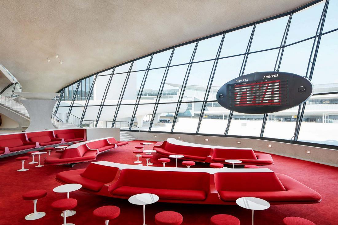 Savourer un cocktail retro dans le Sunken Lounge à l'esprit glamour des sixties.