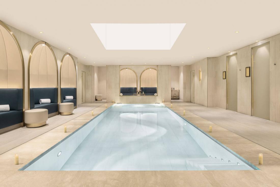 Le spa de 350m² avec sauna, hammam, douche sensorielle, salle de fitness et piscine