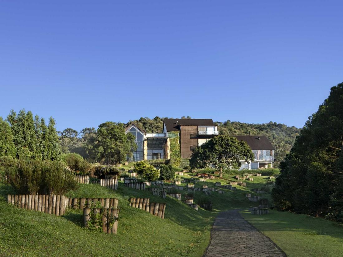Des chambres au spa, de la cuisine aux activités, l'hôtel vise à incarner l'identité brésilienne
