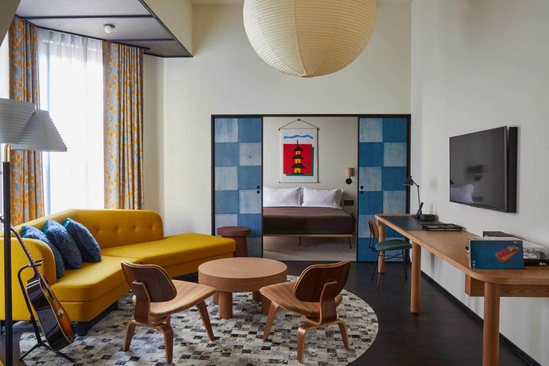Avec une chambre, un salon salle-à-manger et bar, la Ace Suite est la plus grande de l'hôtel