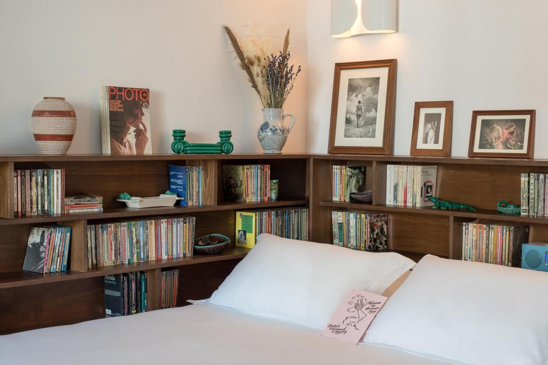 Chaque chambre est unique, meublée et décorée avec des objets achetés au fil du temps.