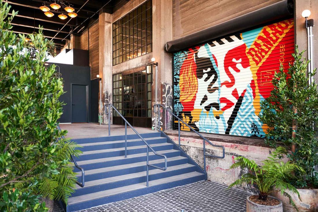 2 La culture du graffiti dans le Downtown a inspiré la décoration, ici une fresque du street-artist Shepard Fairey, basé à LA.