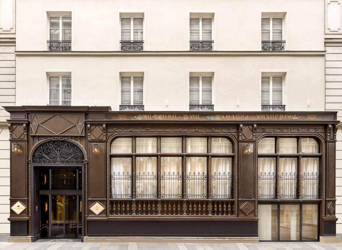 L'étonnante façade boisée de l'ancien hôtel Le Lyon d'Or date des années 1880
