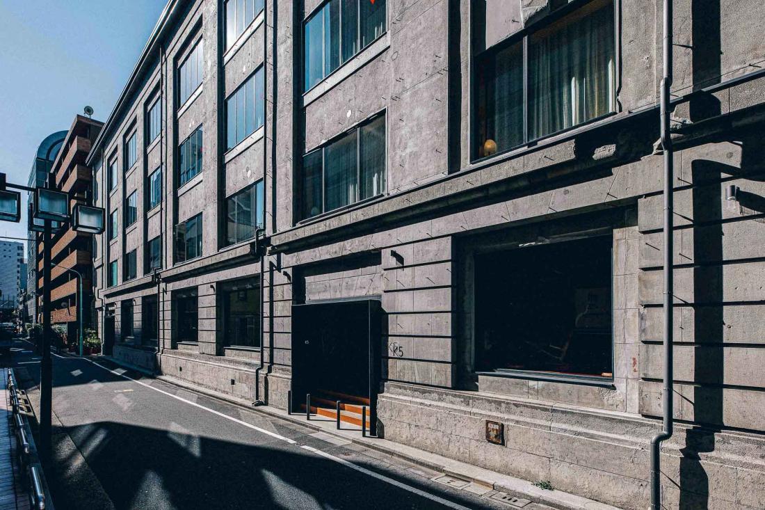La façade de l'immeuble, à deux pas du Kabuto-cho, la bourse de Tokyo