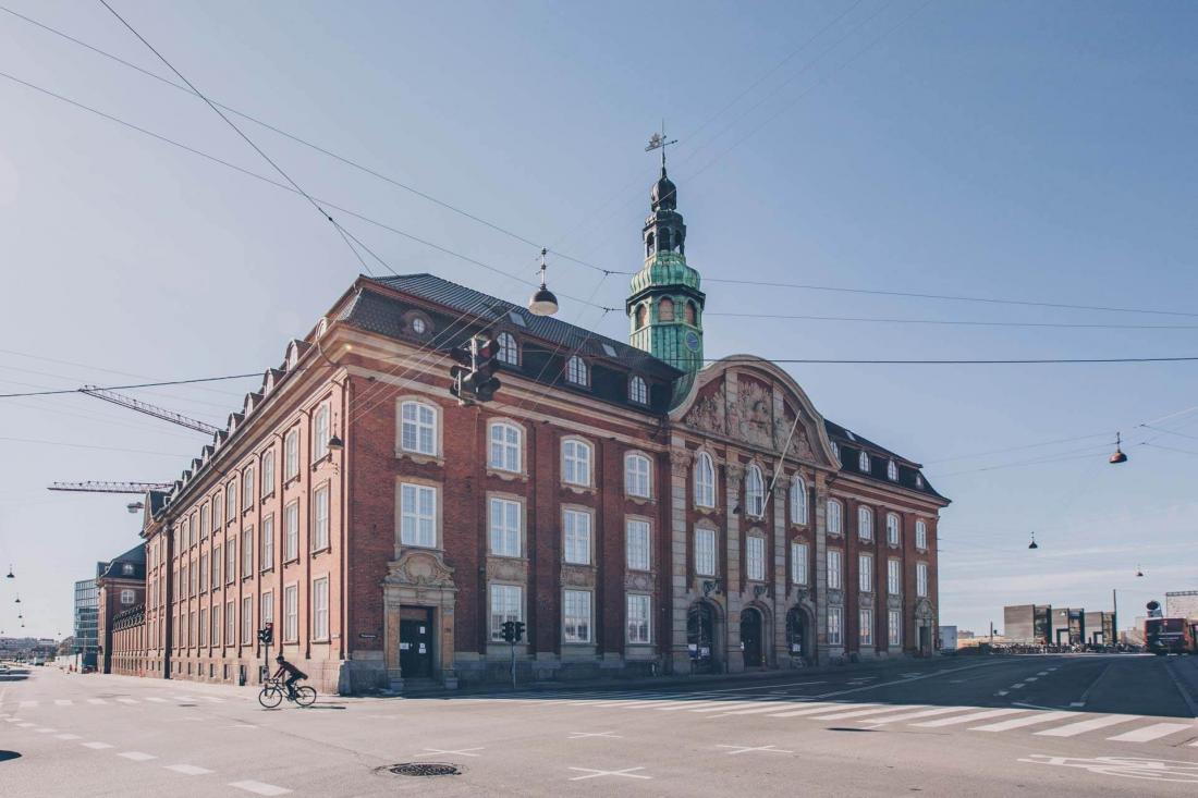 L'hôtel a pris ses quartiers dans un majestueux bâtiment en brique en face de la gare