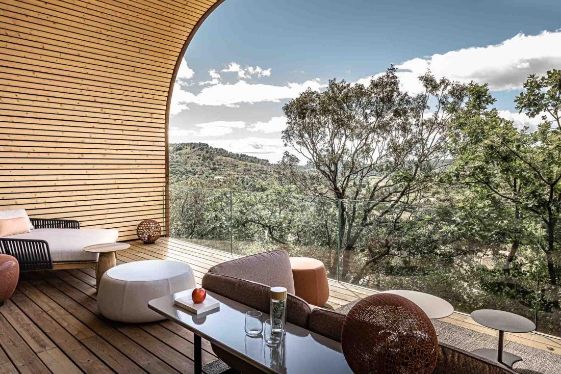 Spectacle de la nature depuis la terrasse qui prolonge le salon
