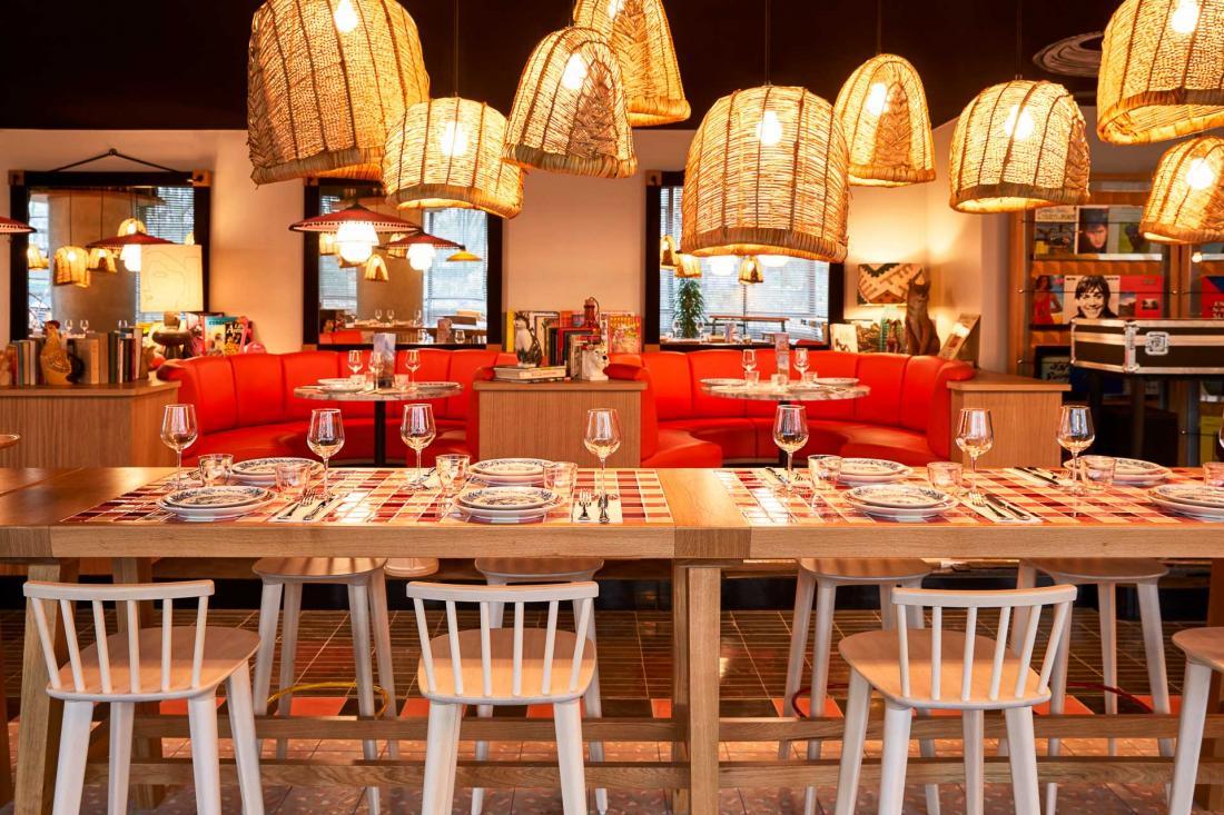 Le restaurant est aussi un lieu de vie qui accueille de la musique live le dimanche soir et des DJ sets le jeudi, vendredi et samedi.