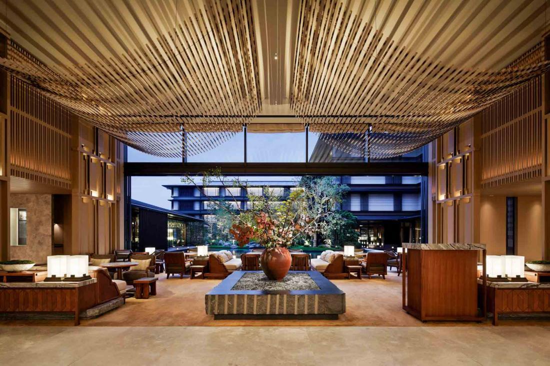 Le lounge où lire, attendre ses compagnons ou admirer l'effet des saisons sur le jardin