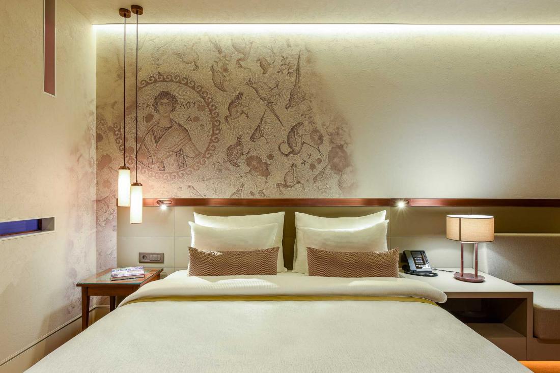 Les chambres Superior King ou Twin à la décoration inspirée de l'Antiquité