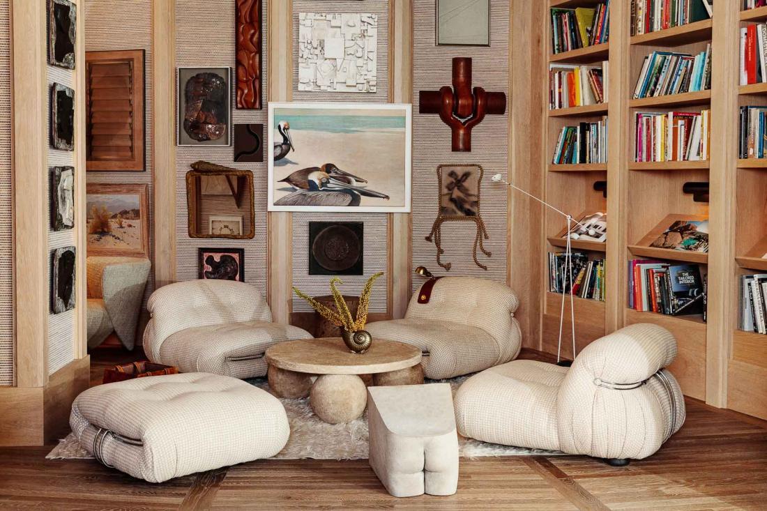 Les œuvres d'art, meubles, luminaires et accessoires sont un éventail riche du style californien, chic mais décontracté
