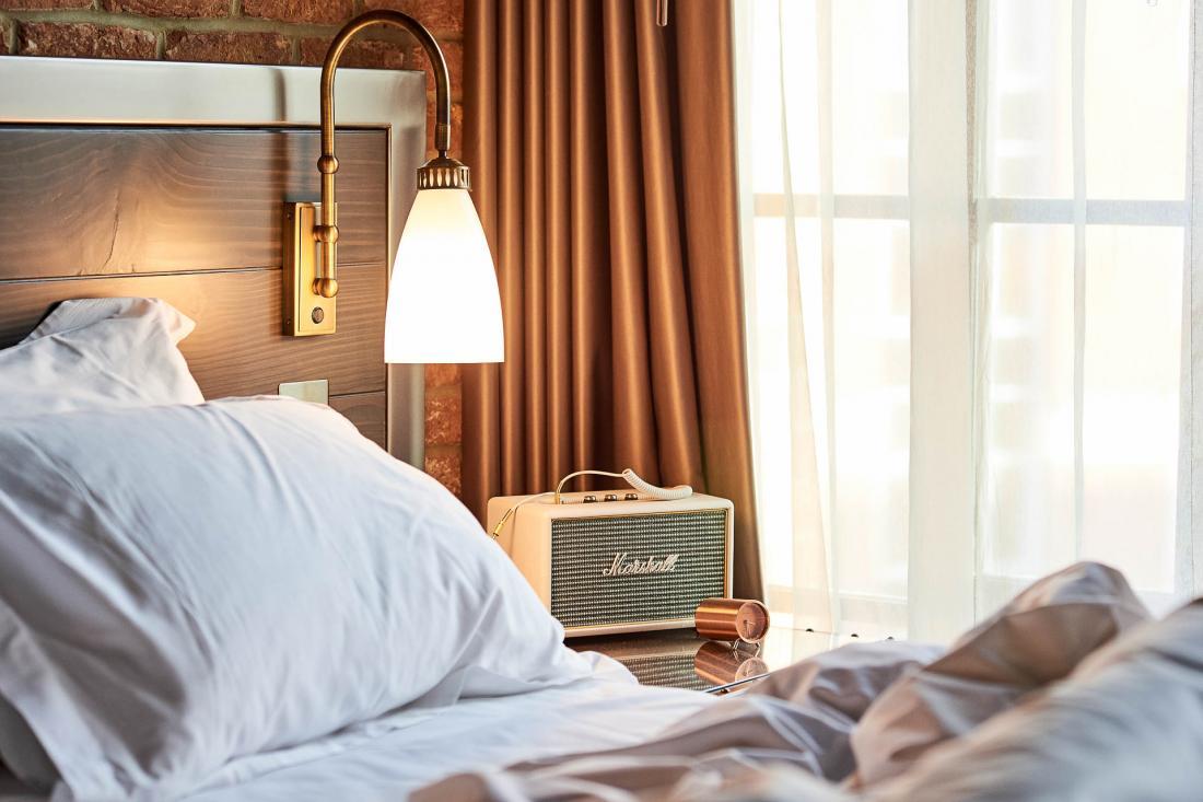 The Curtain propose quatre catégories de chambres, ici une Classic avec vue sur cour ou sur la ville.