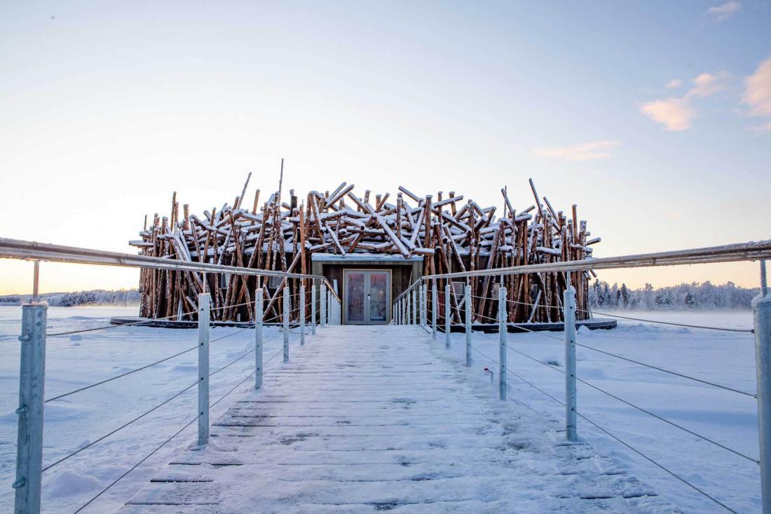 Le bâtiment principal pensé par l'architecte Bertil Harström, qui a collaboré au Treehotel voisin