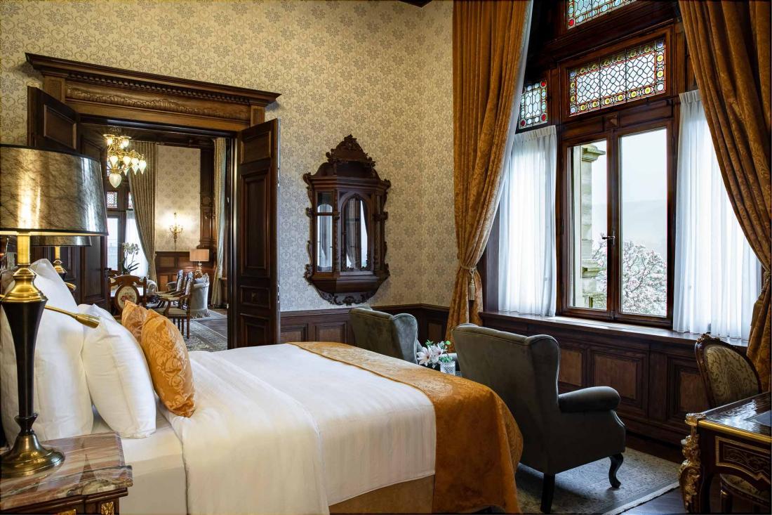 La Suite Empereur est la plus grande de l'hôtel avec 125m², avec jacuzzi privé.