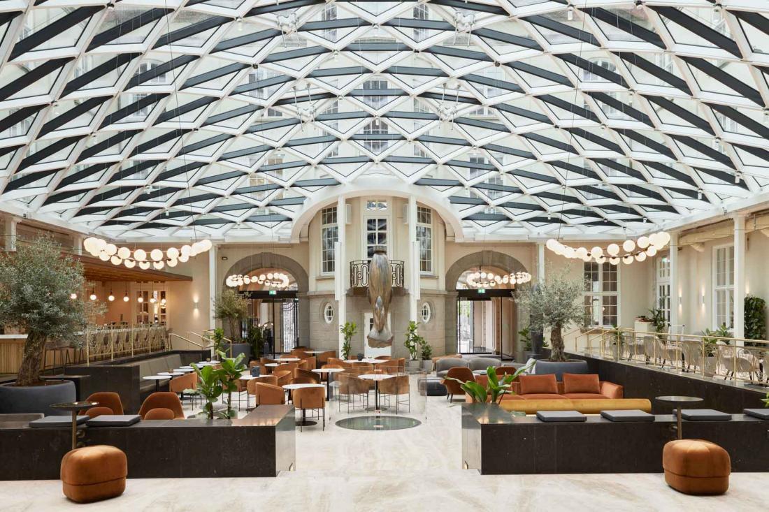 Malgré son cadre grandiose, la Villa se veut informelle, chaleureuse et accueillante
