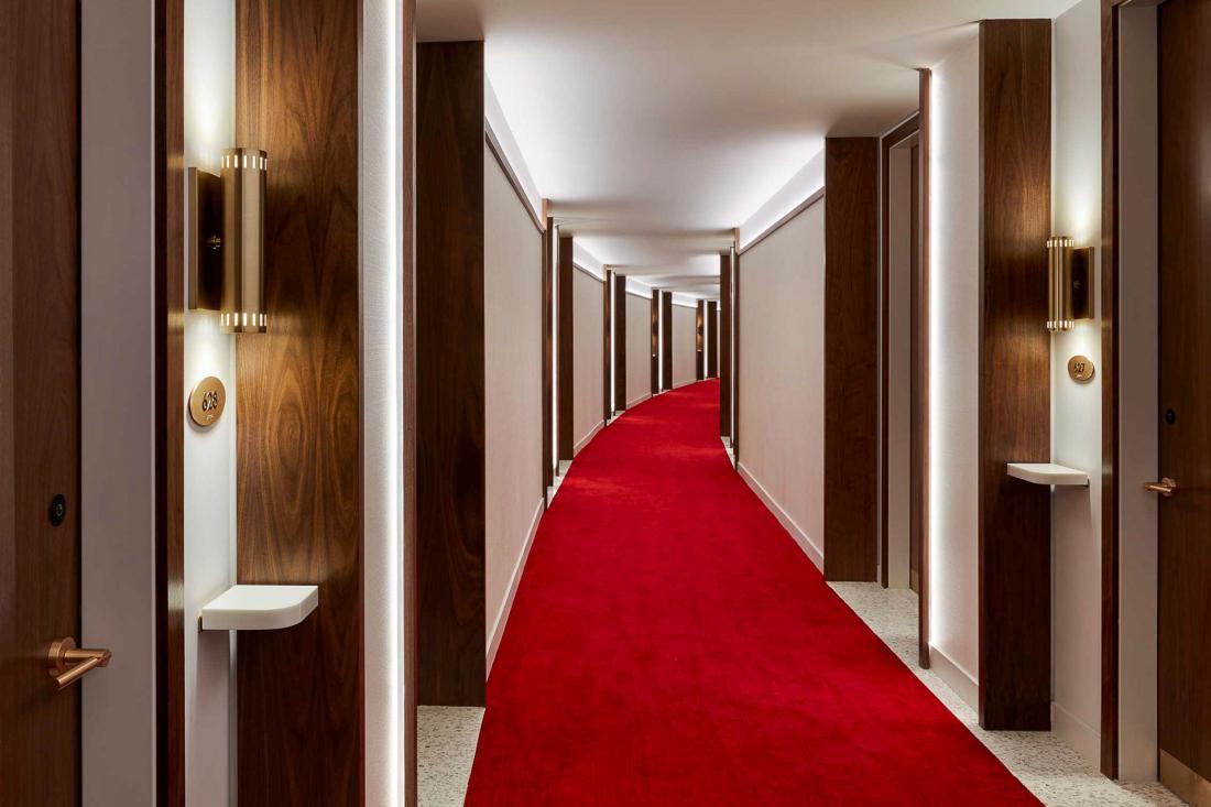 512 chambres sont réparties dans une quinzaine de catégories, dont 6 types de suites.