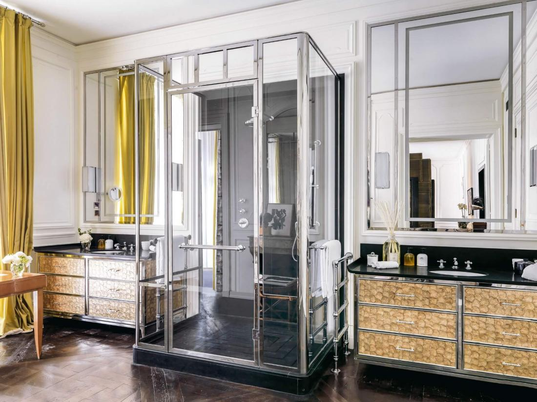 Les salles de bain spacieuses, aussi élégant décorées que les chambres