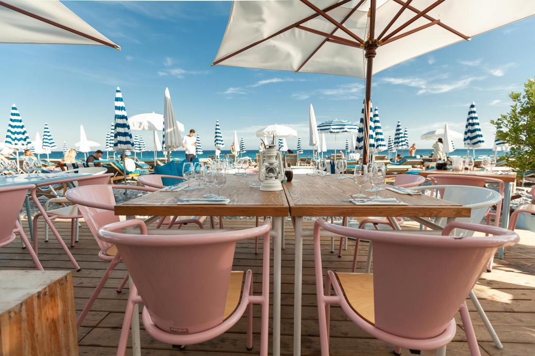 L'Amour à la plage, c'est la plage privée de l'hôtel où déjeuner, siroter un cocktail et se baigner dans la grande bleue.