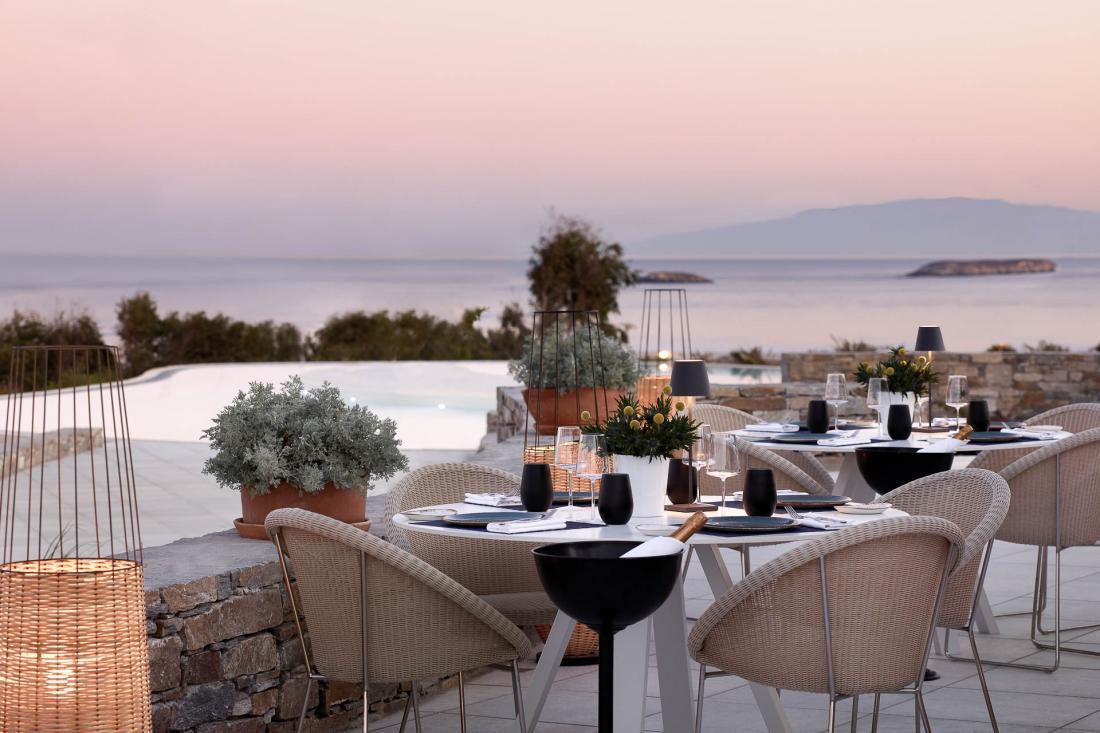 Le Galazia Hytra invite ses hôtes à déguster le meilleur de la cuisine grecque créative