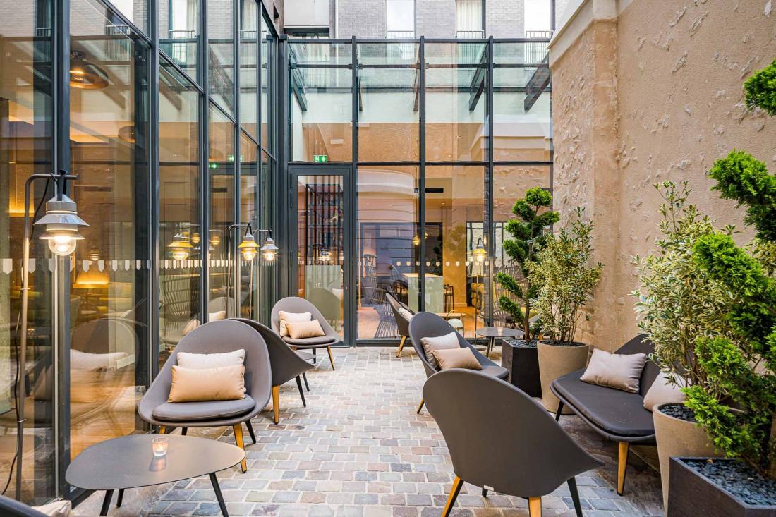 Le patio de la Caserne de Chanzy, le boutique hôtel le mieux situé de Reims.