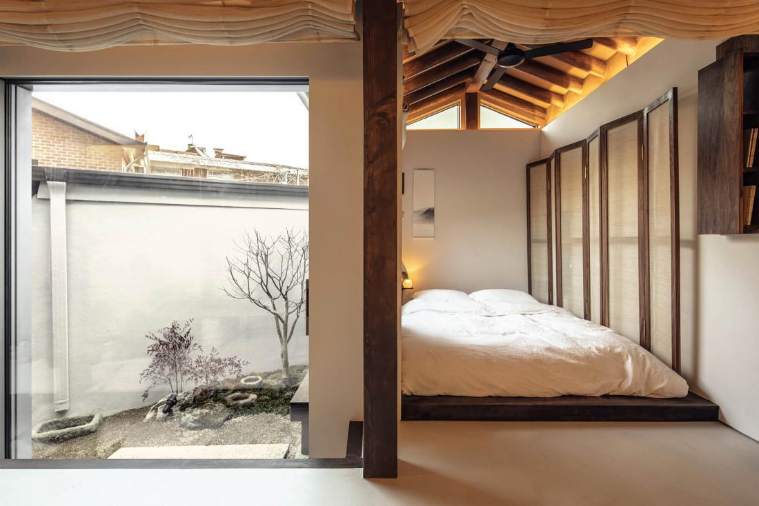 Le lit dans l'alcôve, véritable invitation à la paresse