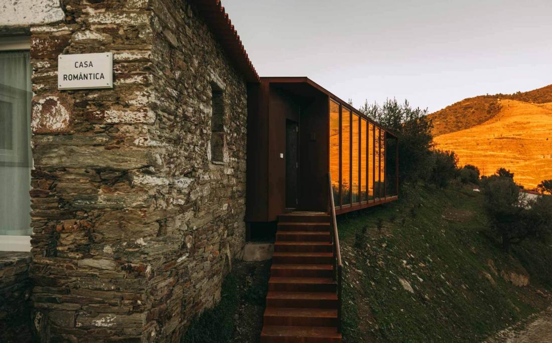 La Casa Romântica, véritable maison privée de pierre, bois et acier avec vue sur les oliviers