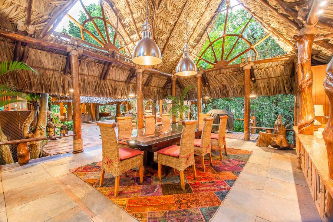 La salle à manger à l'air libre, où déguster une succulente cuisine guatémaltèque préparée par le chef