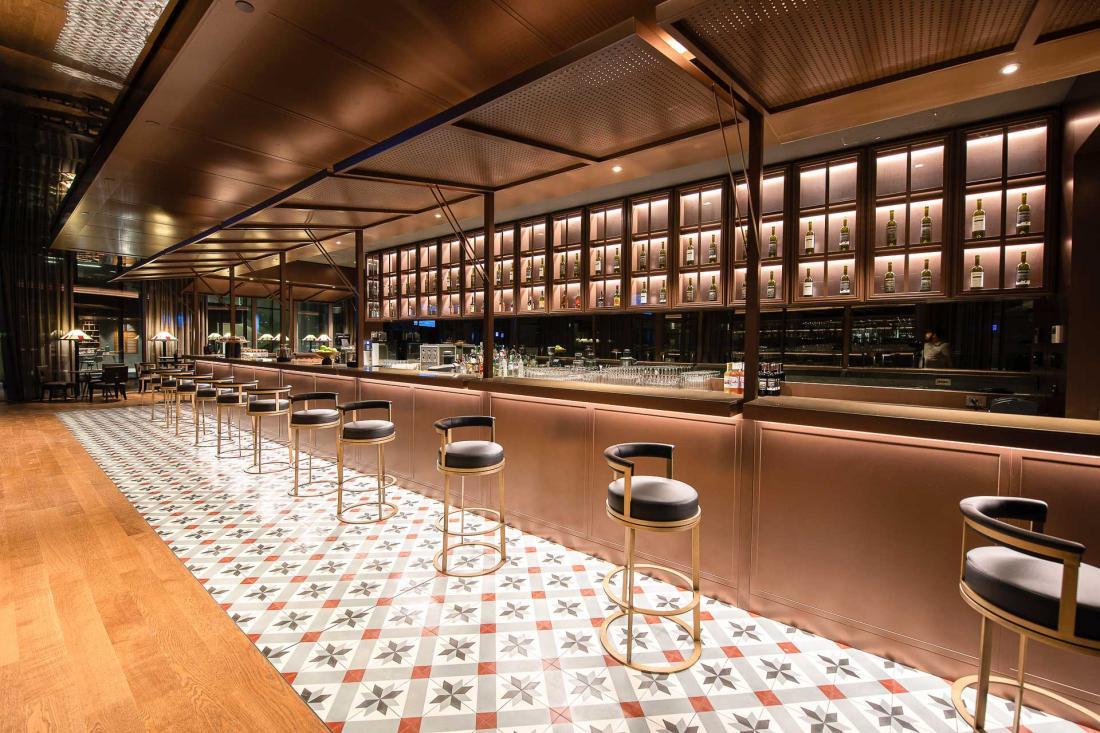 Au bar Birdy et au restaurant Ayan Meyan, il est possible de goûter plus de 50 sortes de rakis différents