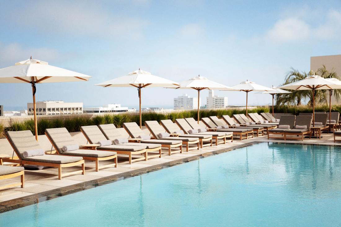 L'une des uniques piscines en rooftop à Santa Monica