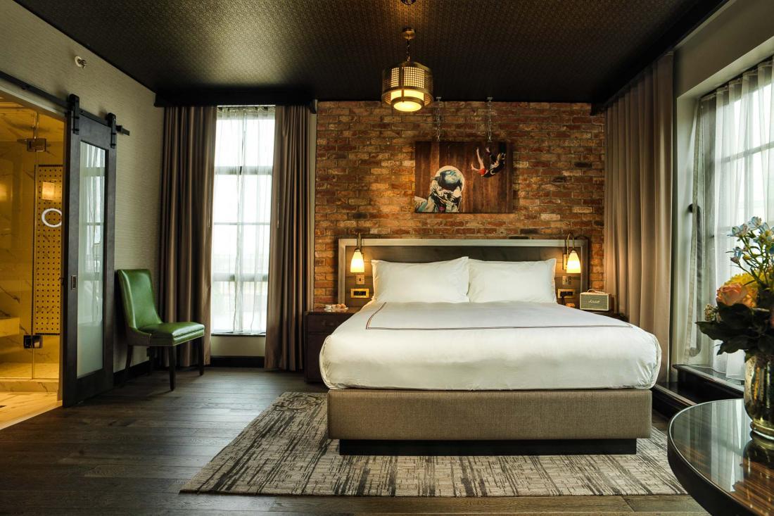 Toutes les chambres sont équipées de salles de bain en marbre avec cabine de douche à vapeur.