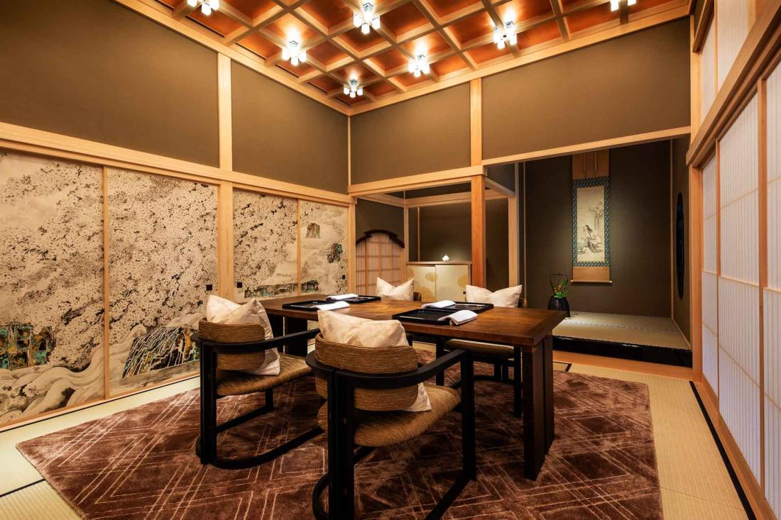 Le Shiki-no-ma construit en cyprès japonais accueille diners privés et cérémonies du thé