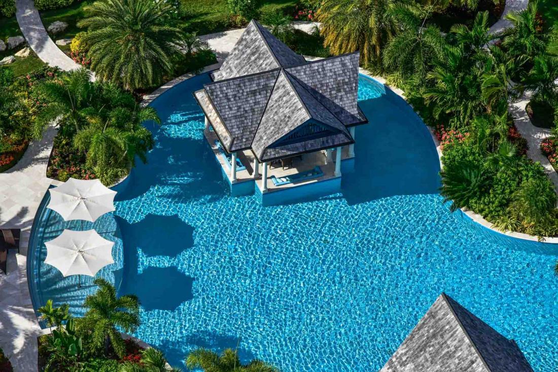 La résidence privée Lazy Lizard compte six chambres et une immense piscine