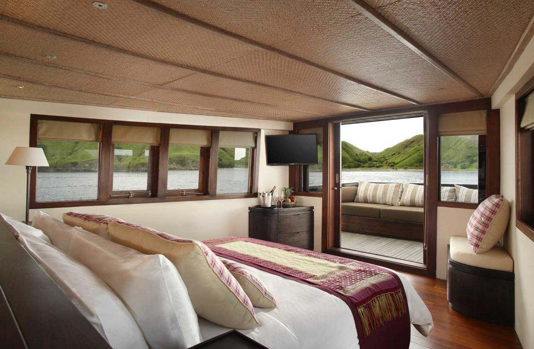 La plus grande suite du navire, et la seule offrant une vue panoramique sur l'extérieur.