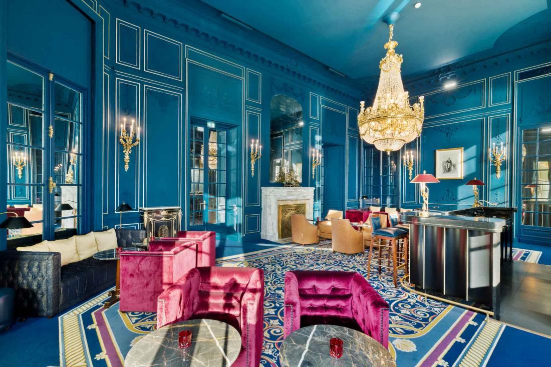 Design contemporain et citations historiques III dans le Bar Napoléon III