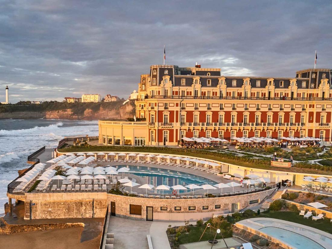 L'Hôtel du Palais domine la plage de Biarritz de sa silhouette Empire