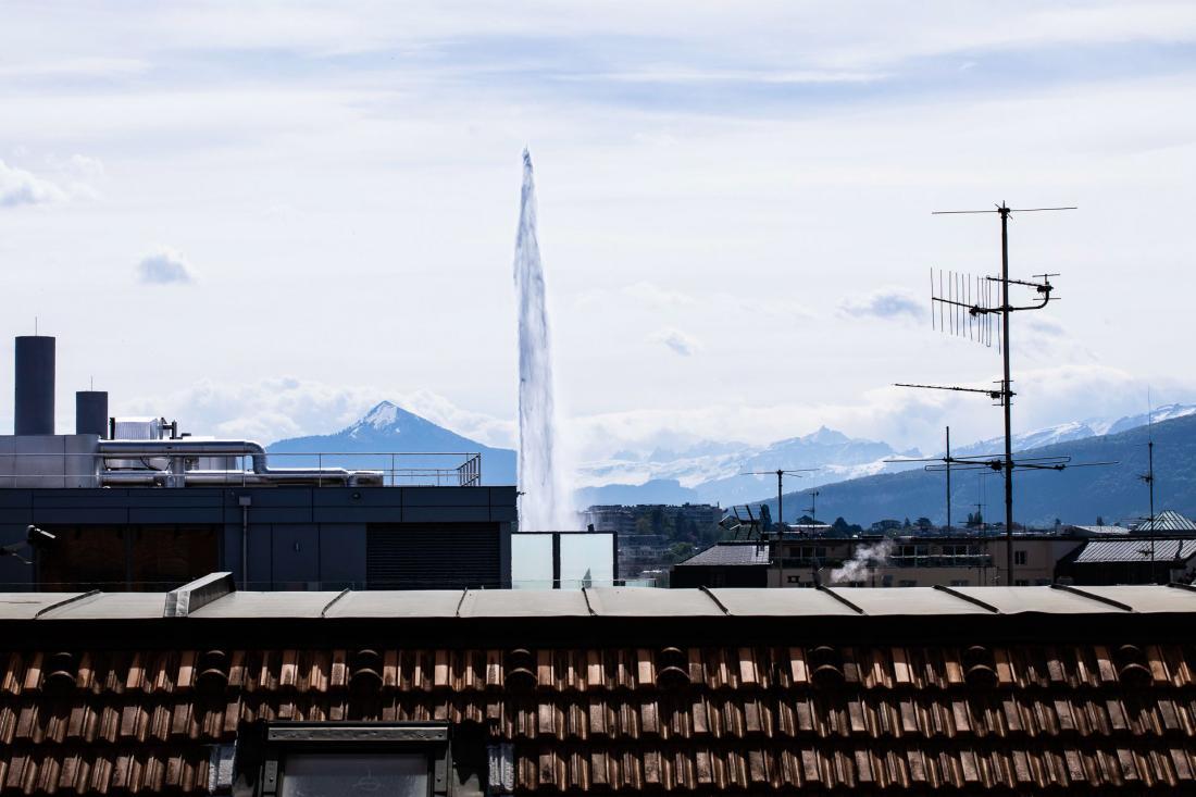 Seule la plus grande suite de l'hôtel offre une vue aussi imprenable sur le fameux jet d'eau !