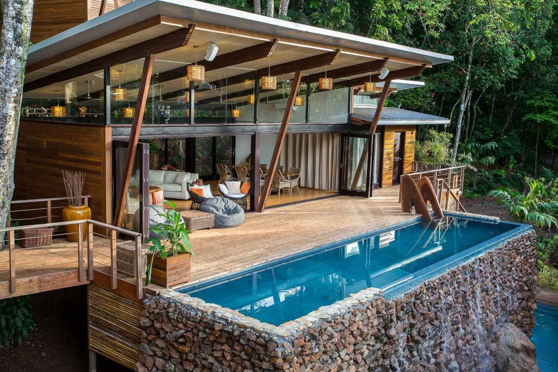 L'unique villa de l'hôtel compte 6 chambres, et se situe au bord des eaux chaudes et transparentes de la Playa Primera, noyée dans son environnement tropical.
