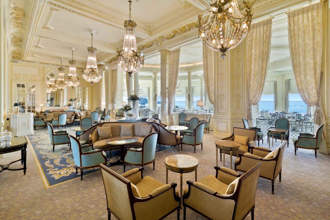 Le lounge où socialiser et prendre un verre avant le dîner