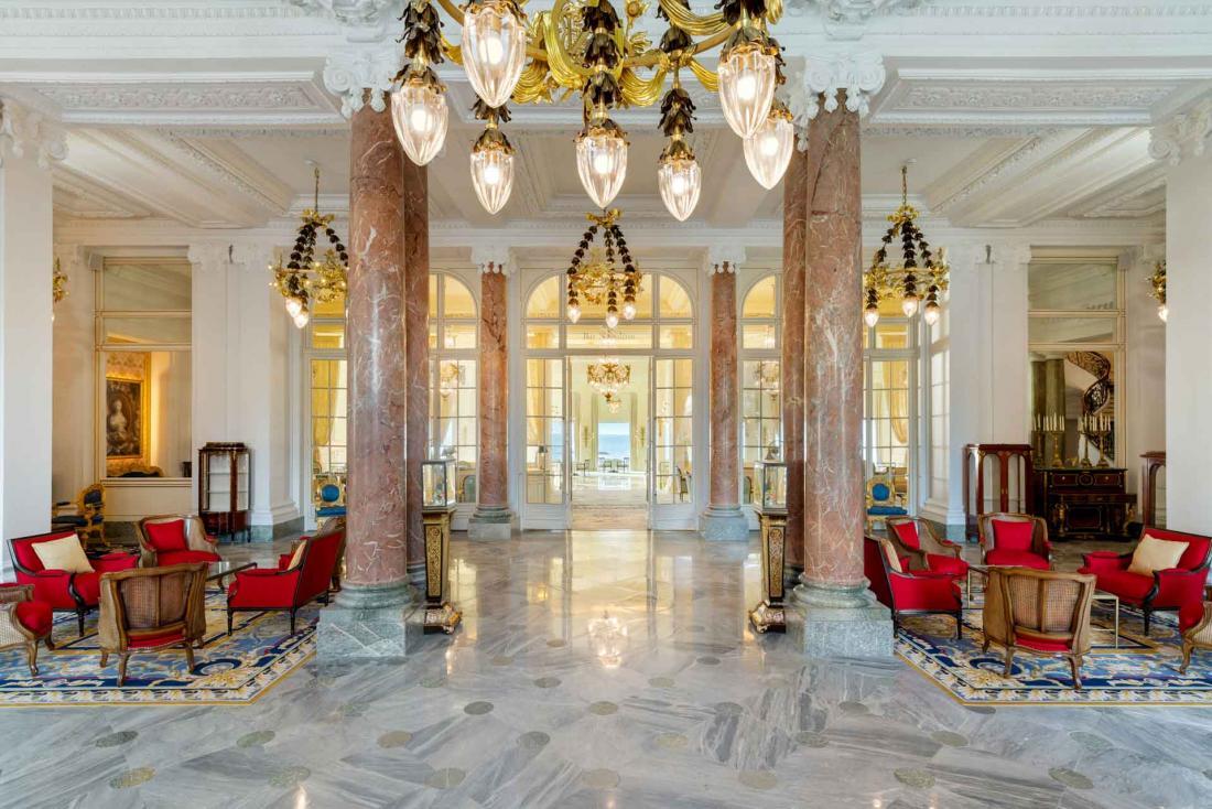 Le lobby flambant neuf de l'Hôtel du Palais