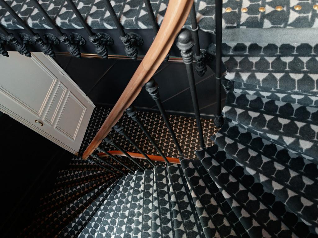 Le grand pigalle boutique hotel tendance par les for Moquette tres epaisse