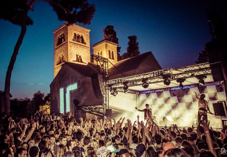 Après le succès d'IR BCN, la fête continue au Monasterio de Barcelone