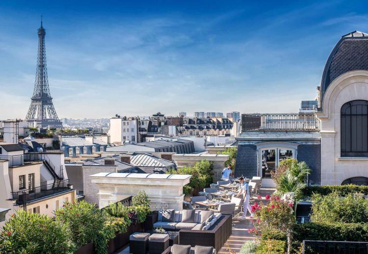 4. Le Rooftop du Peninsula Paris : la terrasse ultra chic du palace de l'avenue Kléber